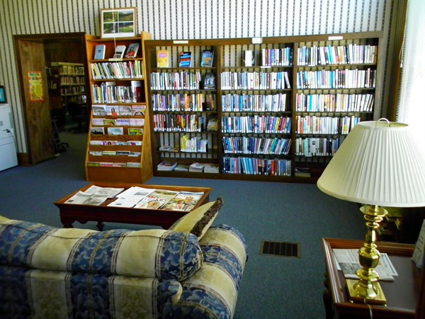 Image of Waterville Library shelves